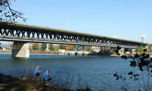 Mosty Bratislavy: Prístavný most unesie stotisíc áut denne, cyklistov aj vlak