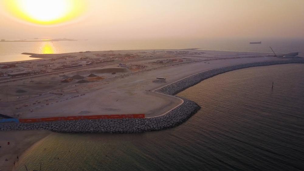 """Ostrovy Deira Islands sa momentálne nachádzajú vo fáze konštrukcie a spevňovania pôdy, projekt Palm Jebel Ali je zatiaľ iba """"na papieri"""". Zdroj: Shutterstock"""